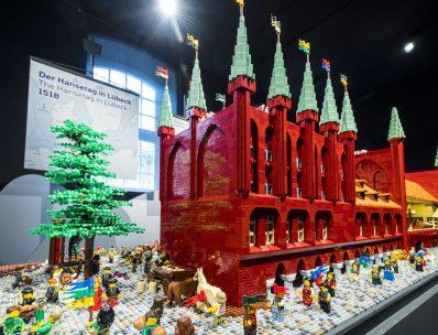 Der Hansetag in Lübeck 1518, mit dem Lübecker Rathaus als LEGO Modell, © EHM, Foto: Olaf Malzahn